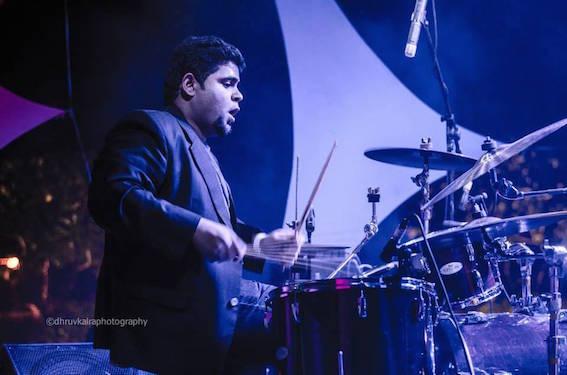 ドラムのヴィプール・マルホトラ